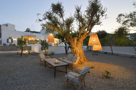 Vacanze di lusso al Kalathos Square Luxury Suites di Rodi general8 - Ceramica del Conca