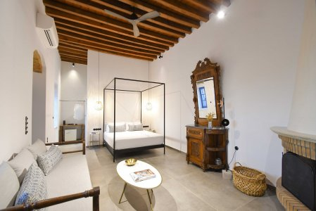 Vacanze di lusso al Kalathos Square Luxury Suites di Rodi sofia2-room3%20(1) - Ceramica del Conca