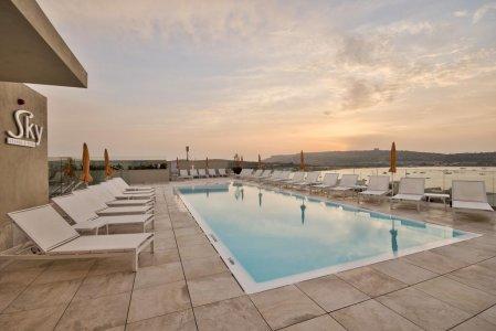 Del Conca in the Sky Lounge and Pool of the Luna Holiday Complex, in Malta 154764368 - Ceramica del Conca