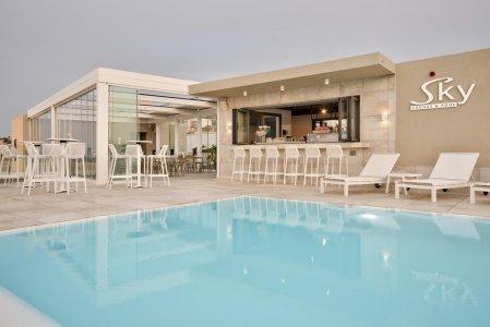Del Conca in the Sky Lounge and Pool of the Luna Holiday Complex, in Malta 154764373 - Ceramica del Conca