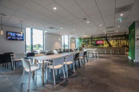 Il design protagonista nella nuova sede di Hofman Animal Care in Olanda BW%20HR%20Reggetegels%20Animal%20Care-5772-1 - Ceramica del Conca
