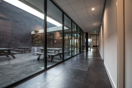 Il design protagonista nella nuova sede di Hofman Animal Care in Olanda BW%20HR%20Reggetegels%20Animal%20Care-5780 - Ceramica del Conca