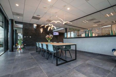 Il design protagonista nella nuova sede di Hofman Animal Care in Olanda BW%20HR%20Reggetegels%20Animal%20Care-5810 - Ceramica del Conca