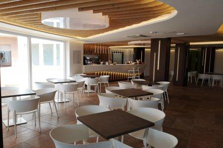 De la fenêtre du golfe d'Asinara Hotel_Roccaruja_bar_1 - Ceramica del Conca