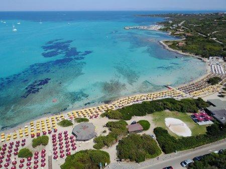 Die Sicht aus dem Fenster auf den Golf von Asinara 186052202 - Ceramica del Conca