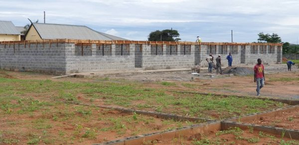 L'école de Mitengo prend forme Foto%2014 - Ceramica del Conca
