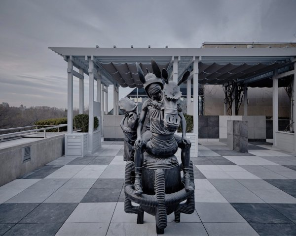 https://www.delconca.com/file/600x0/Referenze/DCO/Metropolitan/theater-of-disappearance-adrian-villar-rojas-roof-garden-commission-sculpture-installation-metropolitan-museum-of-art_dezeen_18-1704x1366.jpg